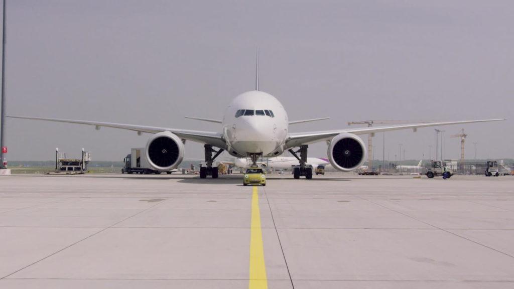 MINI Electric MINI Cooper SE towing plane