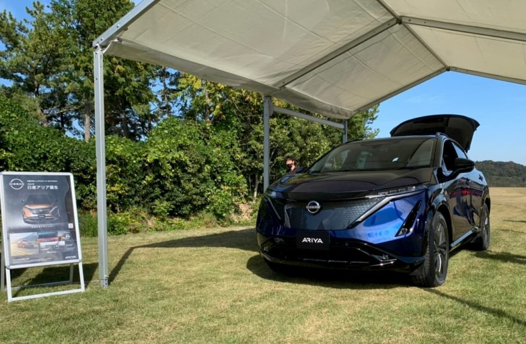 Nissan Ariya blue-black front quarters