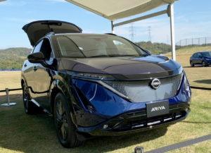 Nissan Ariya blue-black two-tone front quarters