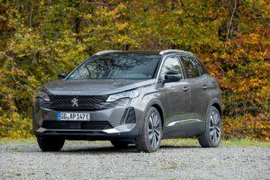 2021 Peugeot 3008 hybrid front quarters