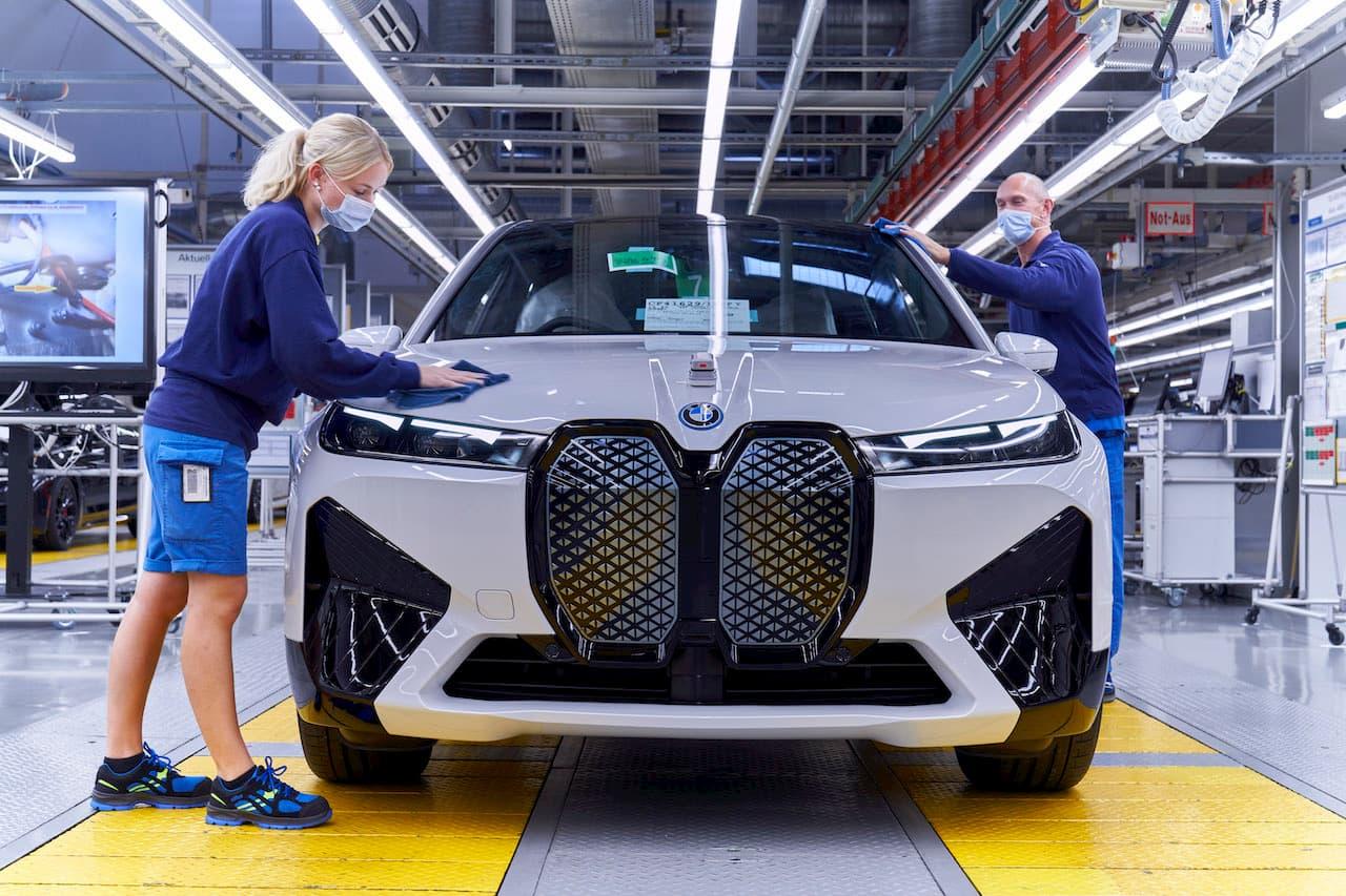 BMW iX front production