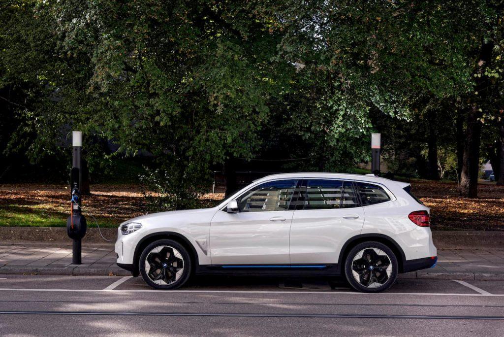BMW iX3 charging profile side