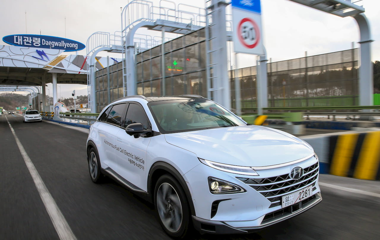 Hyundai Nexo white front three quarters
