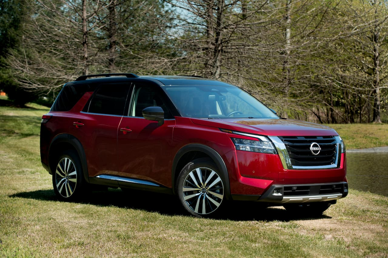 2022 Nissan Pathfinder front three quarters right side