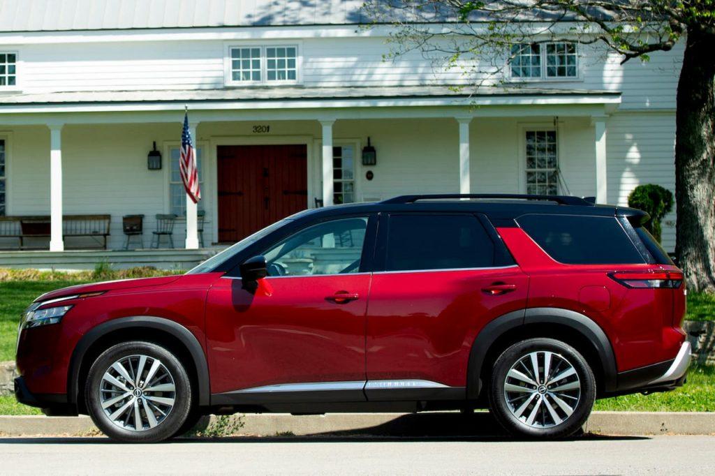2022 Nissan Pathfinder side profile