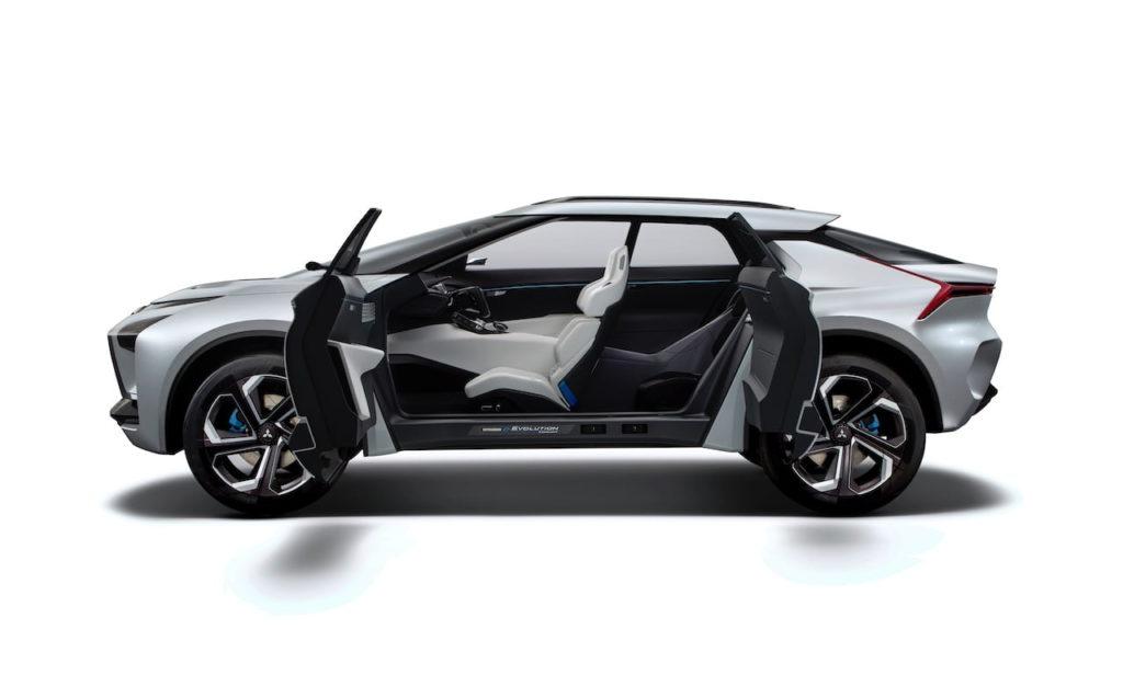 Mitsubishi e-evolution concept interior cabin