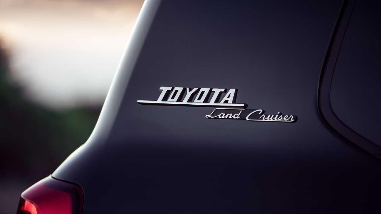 Toyota Land Cruiser Heritage Edition badge