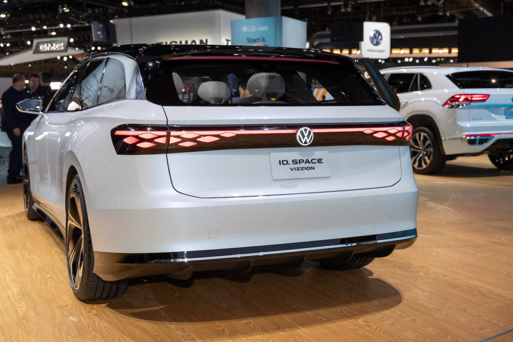 VW ID. Space Vizzion rear quarters