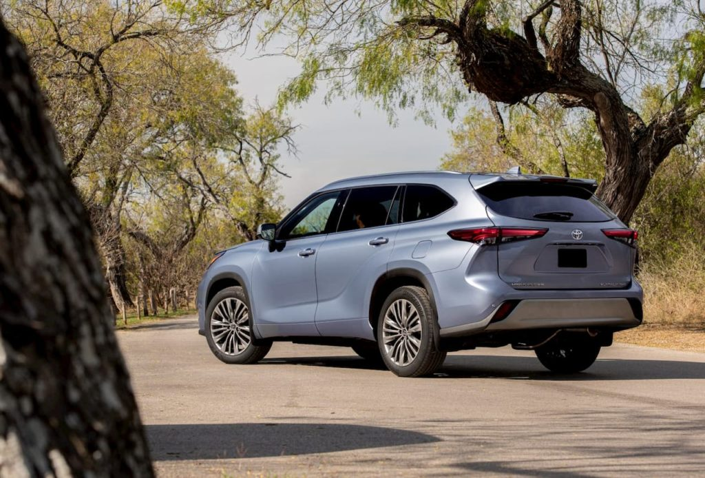2021 Toyota Highlander rear quarters