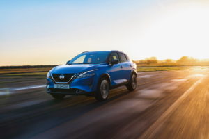 2022 Nissan Rogue Sport Qashqai front three quarters