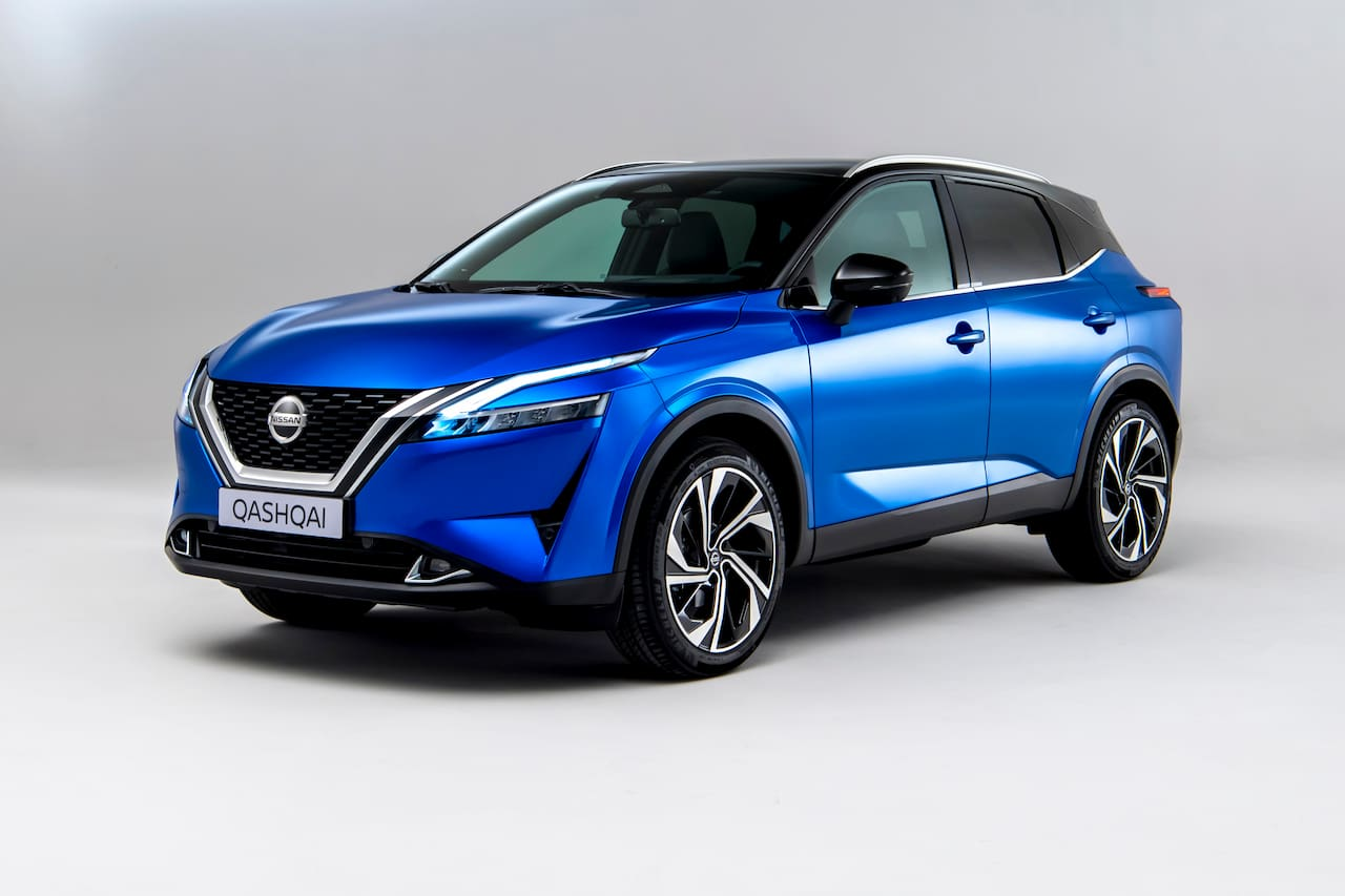 2021 Nissan Qashqai front three quarters studio image