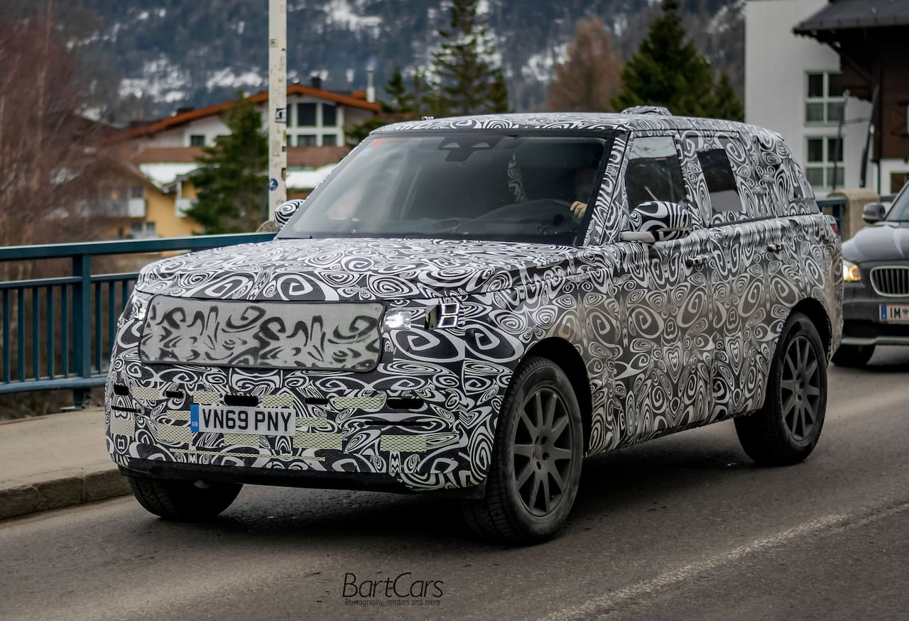 2022 Range Rover front spy picture