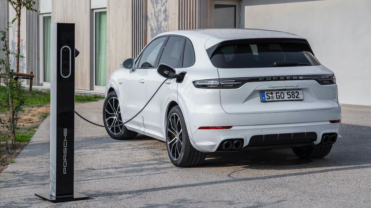 Porsche Cayenne Turbo S E-Hybrid charging
