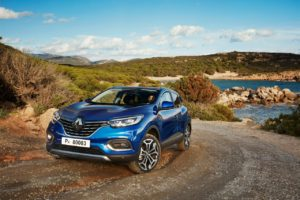 Renault Kadjar front three quarters Intens Iron Blue