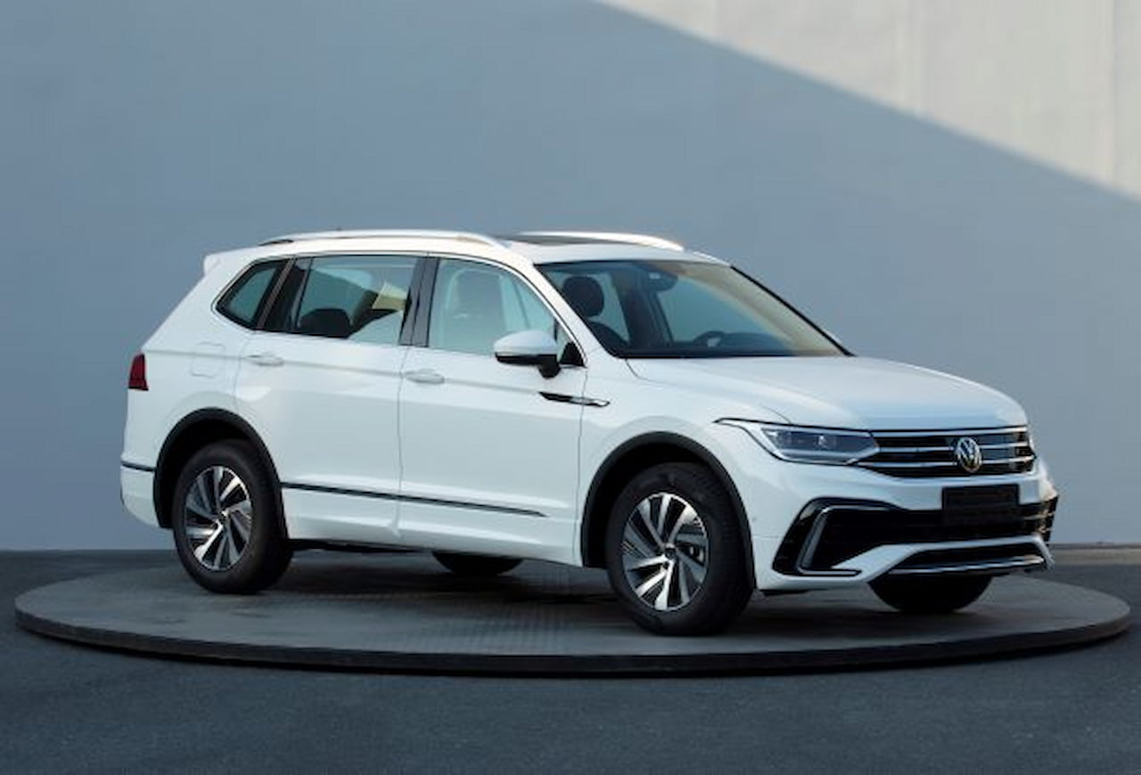 2021 VW Tiguan Allspace PHEV facelift front three quarters