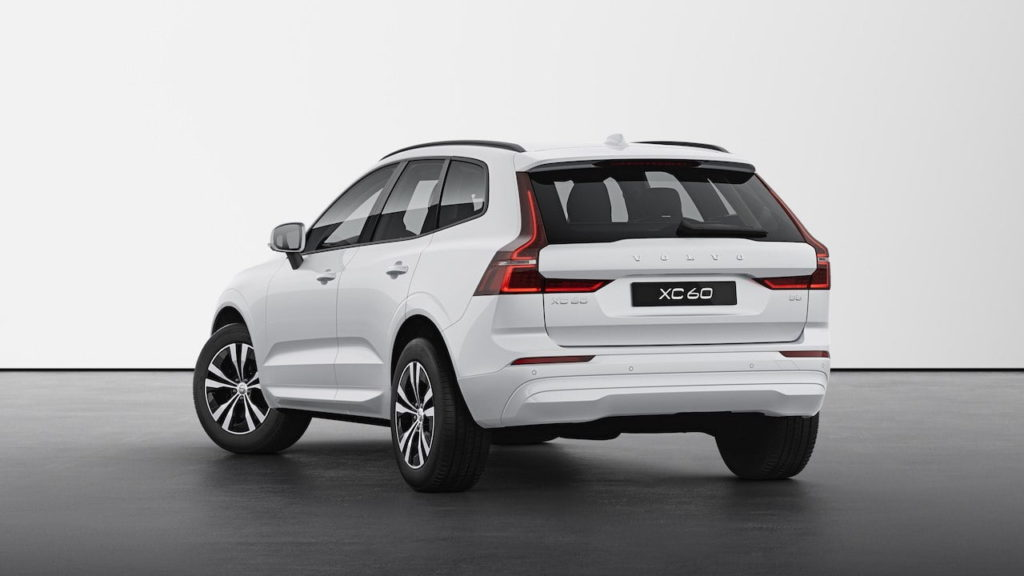 2022 Volvo XC60 facelift Momentum rear quarters
