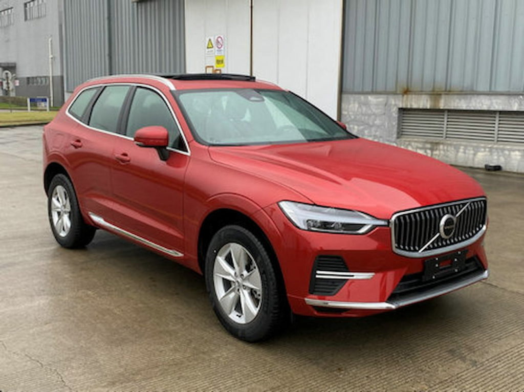 2022 Volvo XC60 facelift red front three quarters