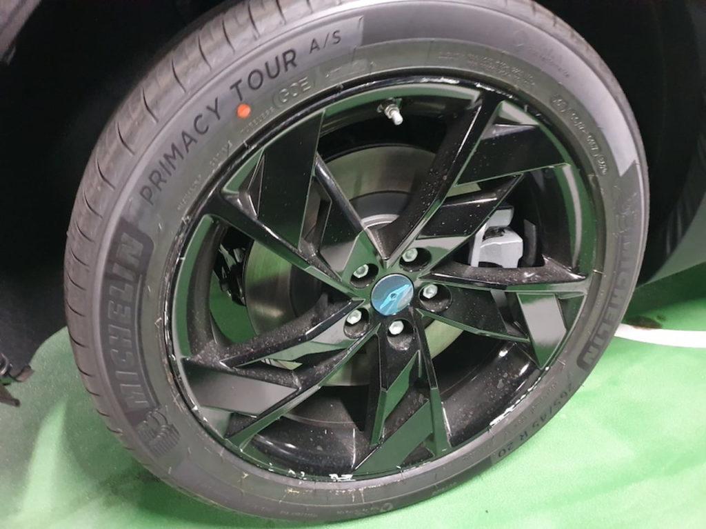Genesis eGV70 wheel