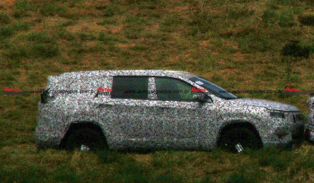 Jeep 598 or Jeep Commander spy shot