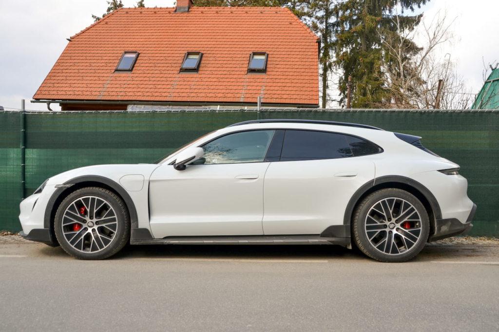Porsche Taycan Cross Turismo profile side live