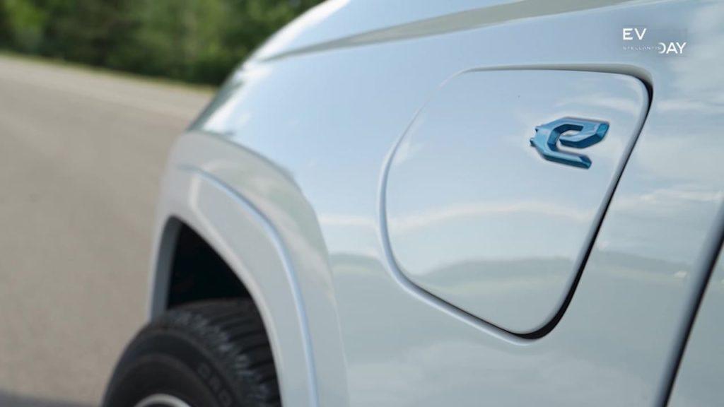 2022 Jeep Grand Cherokee 4xe PHEV charging port