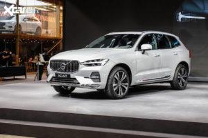 2022 Volvo XC60 (facelift) front quarters