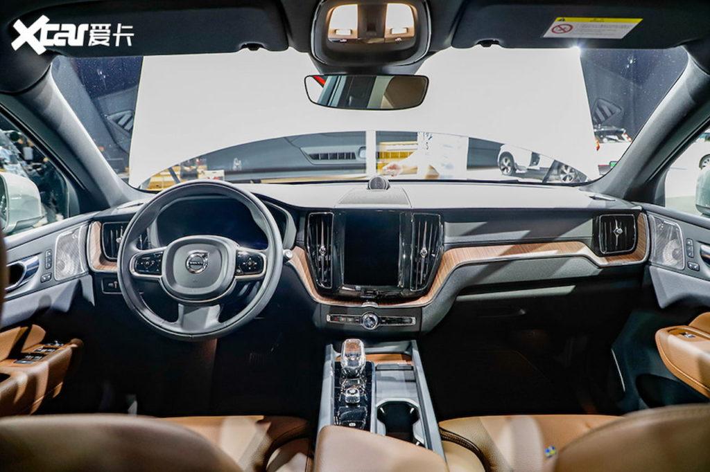 2022 Volvo XC60 (facelift) interior dashboard