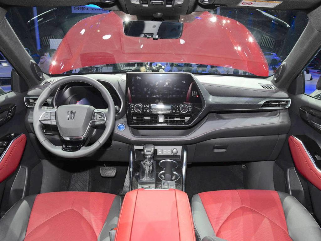 Toyota Crown Kluger interior dashboard
