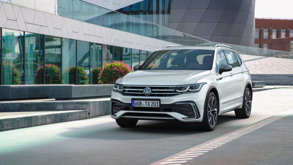 2021 VW Tiguan Allspace facelift front three quarters