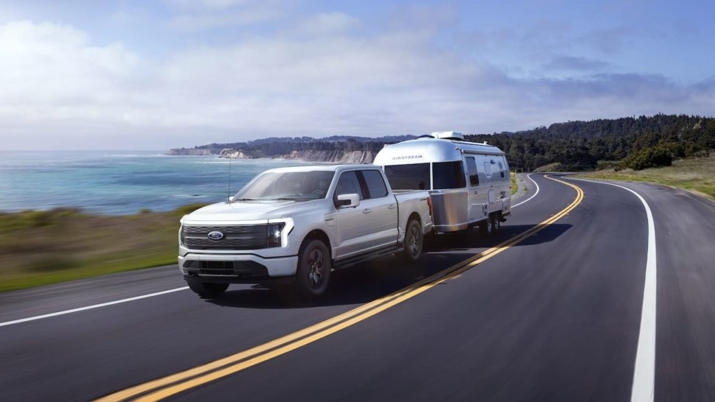 2022 Ford F-150 Lightning towing trailer