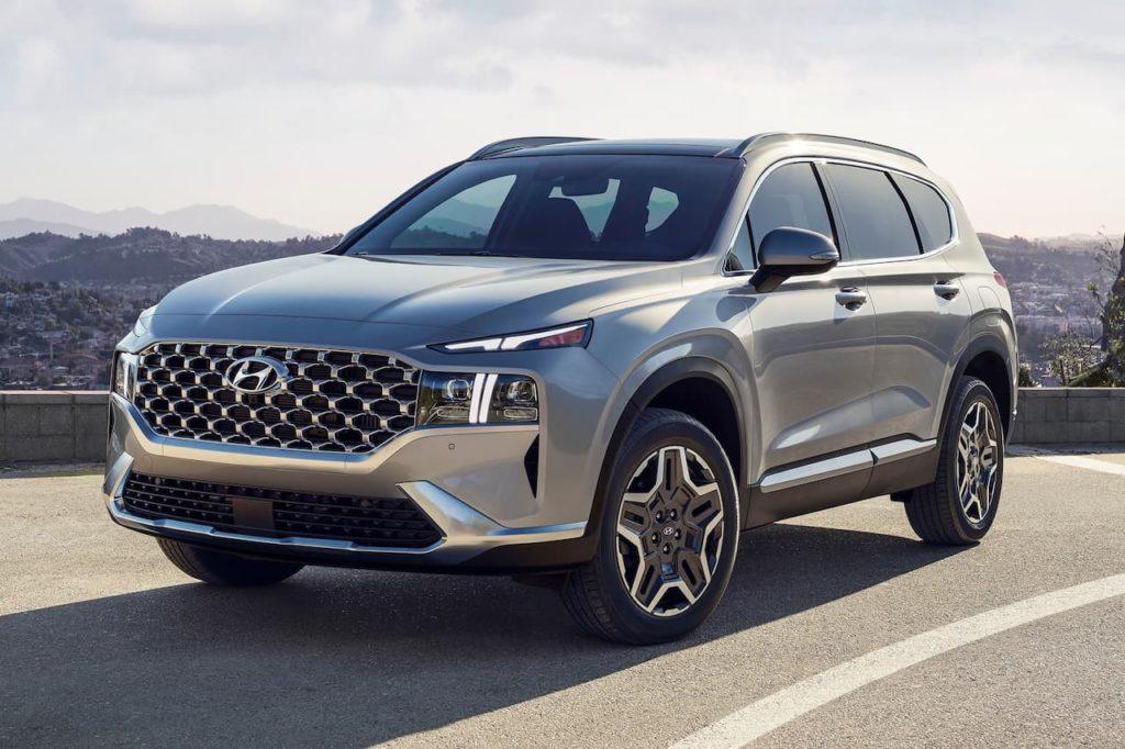 2022 Hyundai Santa Fe PHEV front three quarters