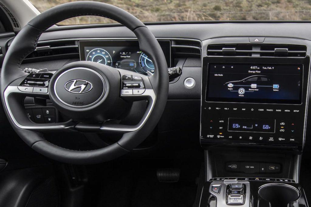 2022 Hyundai Tucson PHEV dashboard driver side