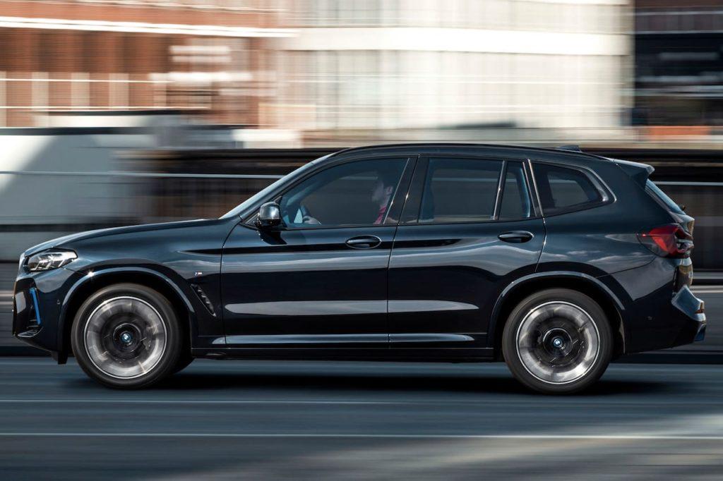 2022 BMW iX3 facelift side profile
