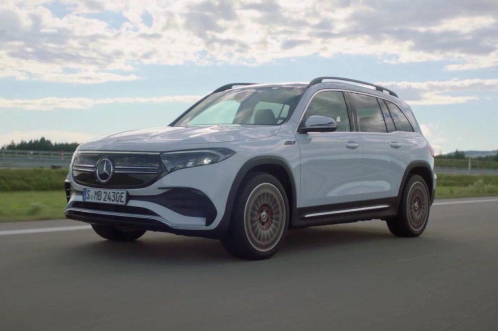 Mercedes EQB front three quarters dynamic