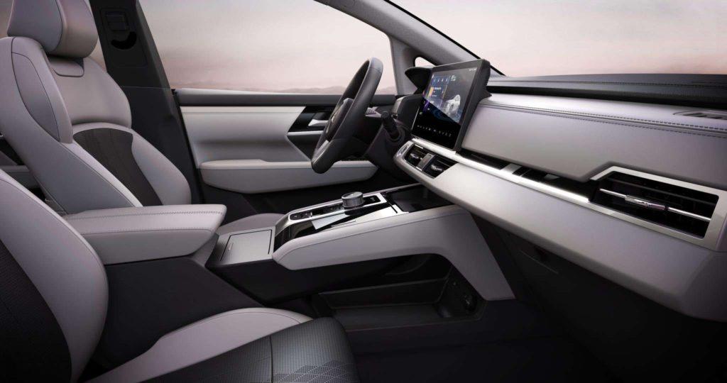 Mitsubishi Airtrek interior