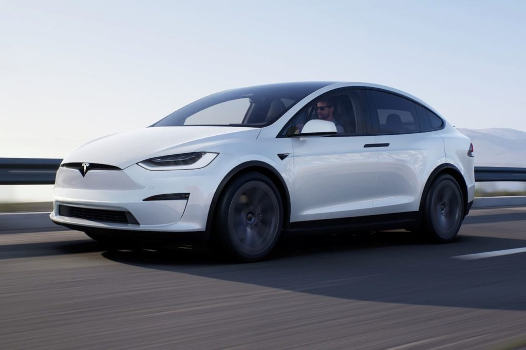 New Tesla Model X 2021 front three quarters