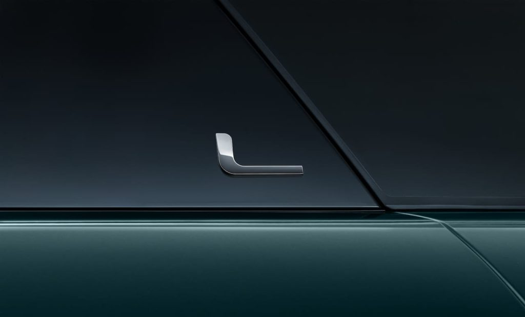 Range Rover Evoque L long wheelbase L logo