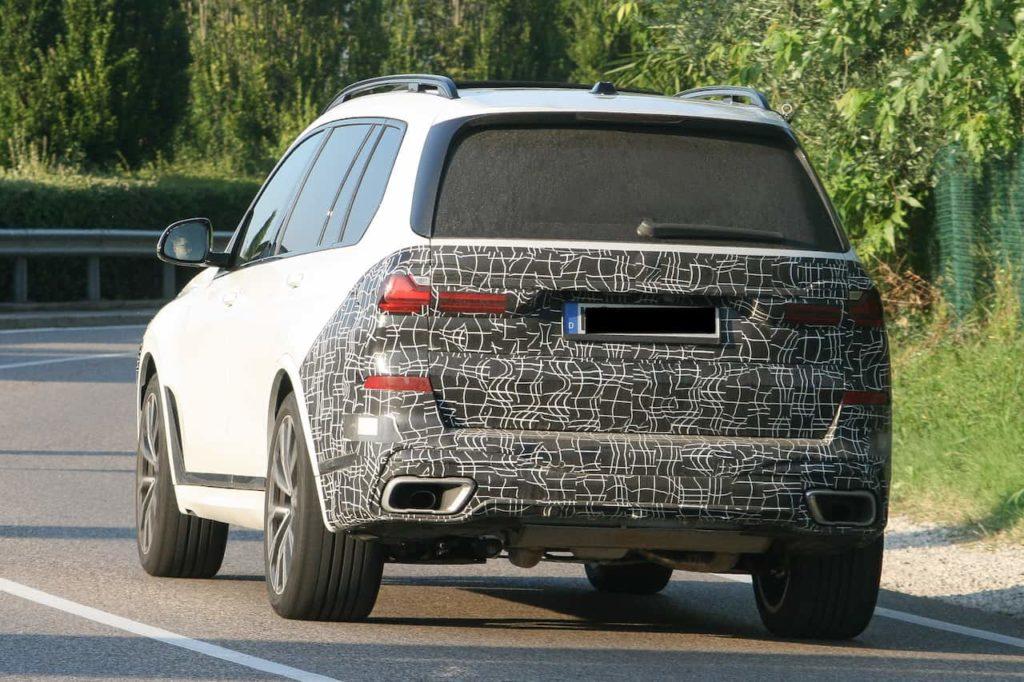 2022 BMW X7 facelift rear three quarters spy shot