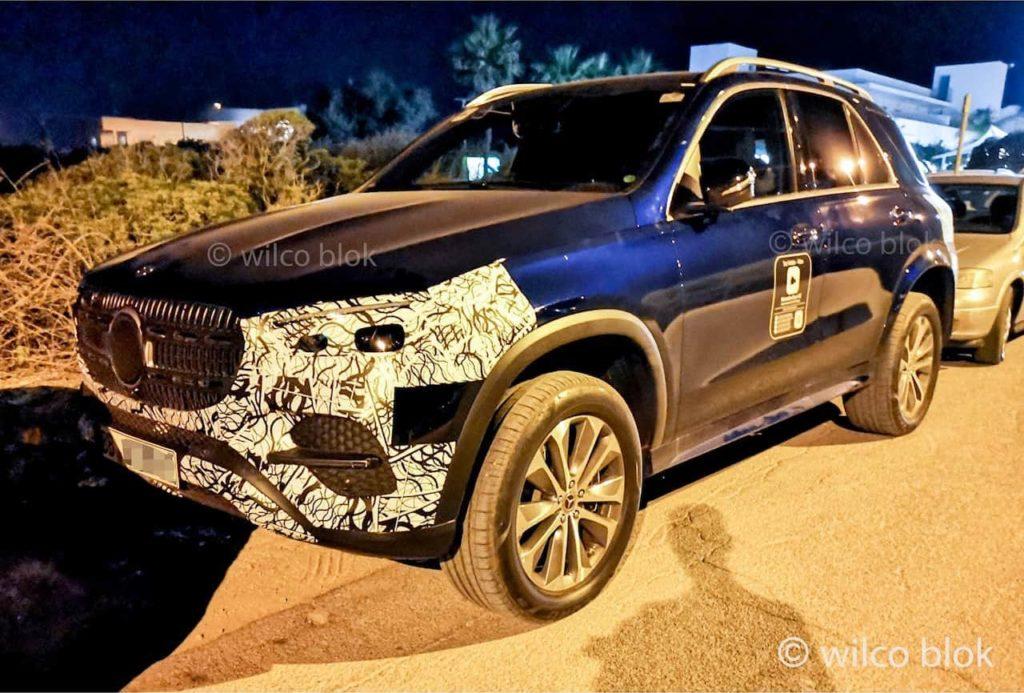 2022 Mercedes GLE facelift front three quarters spy shot