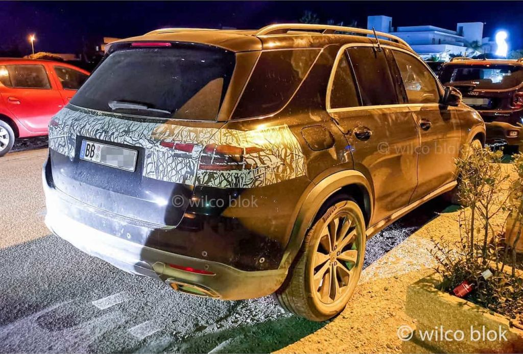 2022 Mercedes GLE facelift rear three quarters right side spy shot