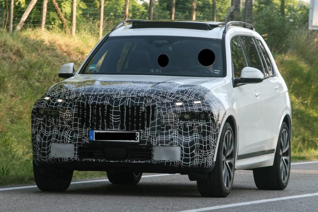 New 2022 BMW X7 facelift front three quarters spy shot