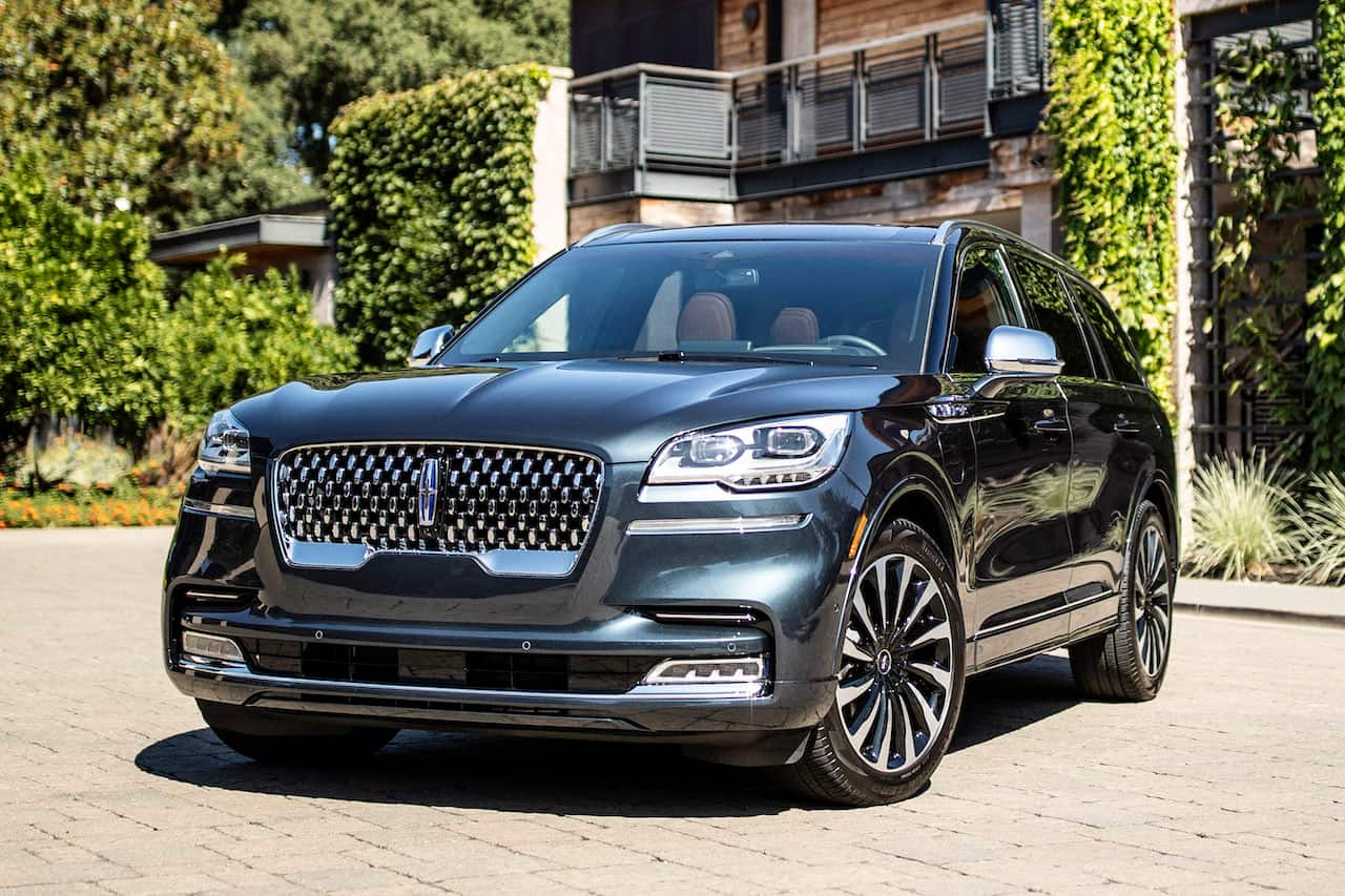 Lincoln Aviator Grand Touring front three quarters